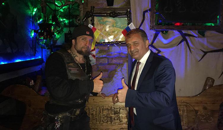 Ночные Волки встречают президента Южной Осетии в Байк-Центре.