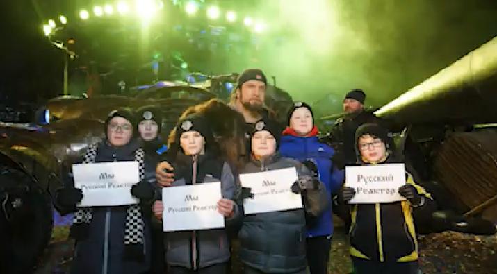 Сегодня мы пригласили Проханова, Корнилова и Маленко посмотреть нашу ёлку в Байк Центре ..