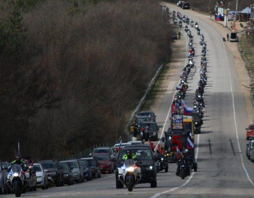 Грандиозный автопробег прошел в Крыму на юбилей референдума
